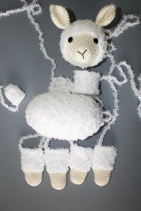 Amigurumi Llama - A Free Crochet Pattern - Grace and Yarn | 300x200